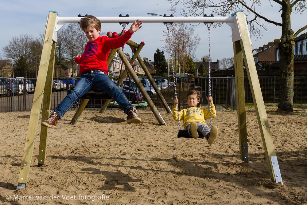 Boerplay, Boer speeltoestellen B.V., duo schommel met springend kind,
